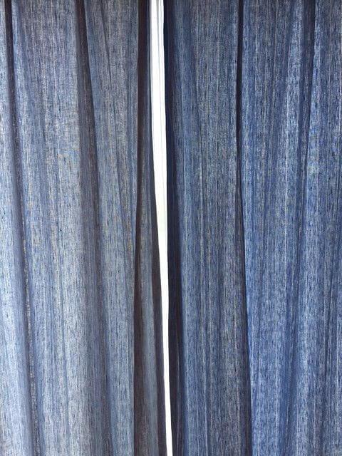 LL2023 カーテン中央の隙間